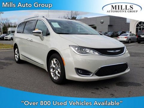 Pre-Owned 2017 Chrysler Pacifica Limited FWD